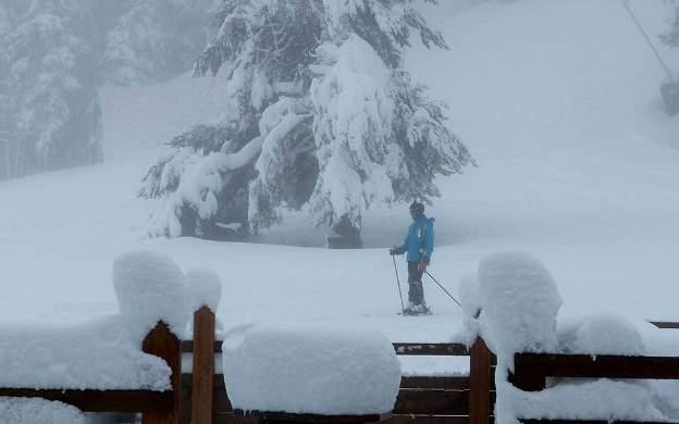 La temporada de esquí no finaliza y los incondicionales del deporte blanco lo celebran gracias a diversas estaciones abiertas hasta final de abril