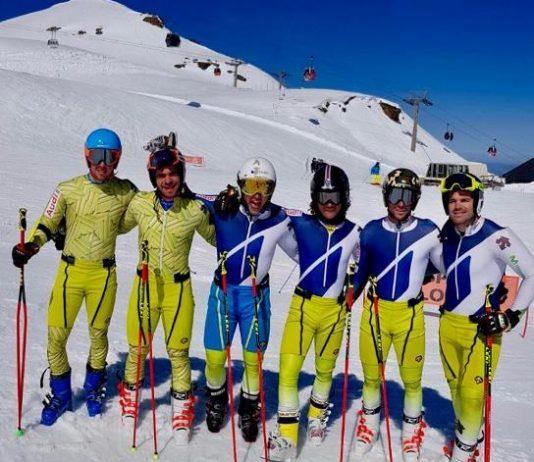 Salarich y del Campo junto al resto de compañeros de equipo en Sierra Nevada