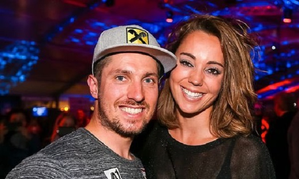 Marcel Hirscher y Laura Moisl han anunciado que esperan un bebé