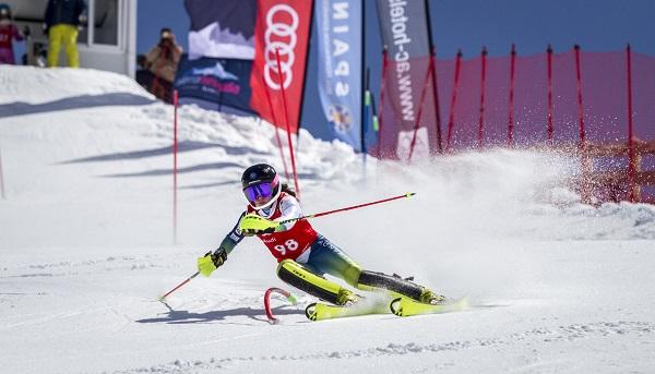Núria Pau, junto a Quim Salarich y Juan Del Campo, en el equipo A de alpino. FOTO: RFEDI/Spainsnow