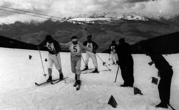 Borland, con el dorsal número 5, en una competición en Sierra Nevada