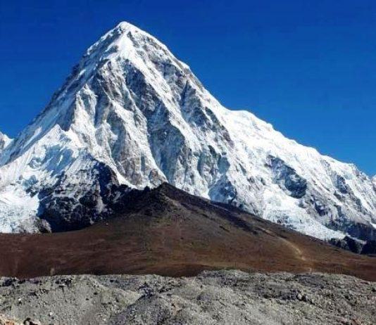 La campaña finaliza con 460 alpinistas que han subido con éxito a la cumbre del Everest desde el lado sur en Nepal
