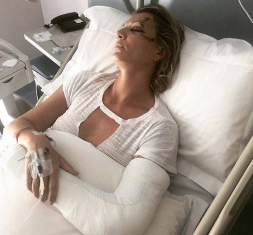 Maria Hoefl Riesch, en el hospital de Brescia donde fue operada del codo izquierdo