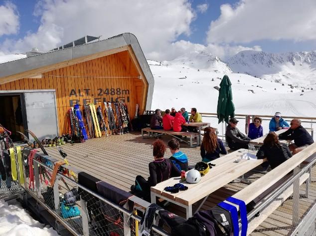 Las salidas al refugio andorrano de l'Illa, un clásico del skimo en el país vecino, ofrecen imágenes inigualables