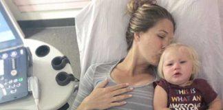Morgan Beck, con Emeline, hace unos días durante un control ginecológico. Morgan está ambarazada del tercer hijo de la pareja. FOTO: Instagram Bode Miller