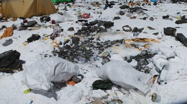 La basura se acumula y la culpa es de la especie humana
