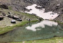Lagunas surgidas por la fusión de la nieve, uno de los atractivos del verano