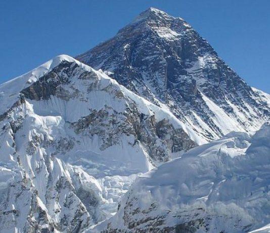 Un equipo de 81 shperpas medirá la altura del Everest el año próximo