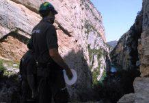 Agentes rurales patrullan la zona del congost del Mont-rebei para evaluar los daños