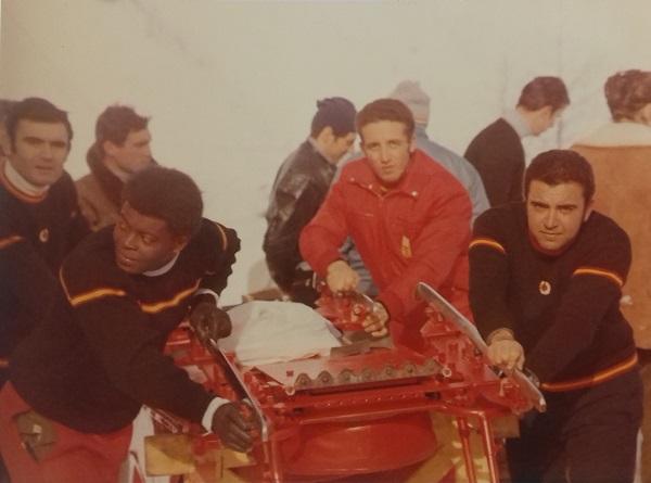 Eugenio Baturone, Max Jones, Víctor Palomo y José Clot en los Juegos de Grenoble con el España 2