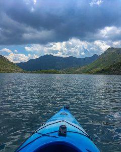 Las excursiones en canoa por el lago Tristaina, una de las actividades estrella