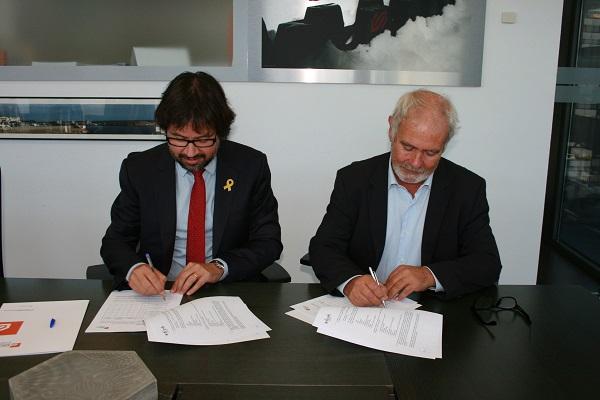 Ricard Font y Oscar Cruz firman el renovado acuerdo de cooperación entre las dos entidades. FOTO: FGC