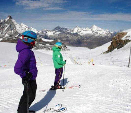 El glaciar Theodul de Zermatt (Suiza) procura el esquí los 365 días al año