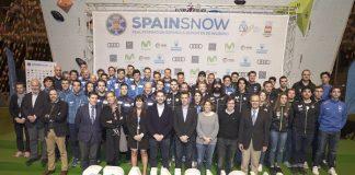 Los equipos RFEDI junto a los dirigentes federativos en el acto de presentación en Madrid. FOTO: Jaime Lahoz