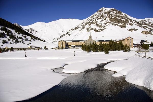 Todo a punto en Vall de Núria para empezar la temporada. FOTO: Oriol Molas