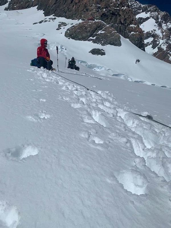 Jo Morgan en una foto del ascenso al Monte Hicks publicada en su cuenta de facebook