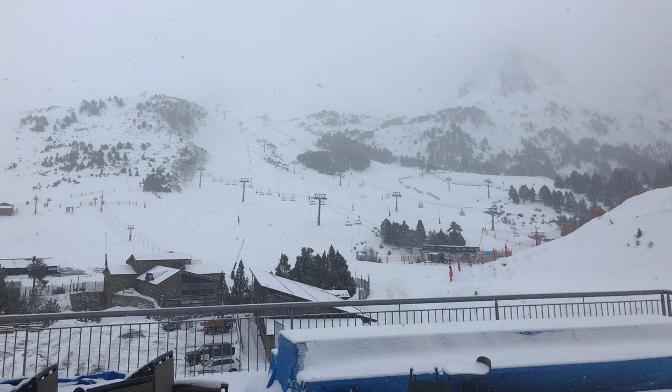 La nieve ha llegado este viernes puntual tal y como se aprecia en Grandvalira