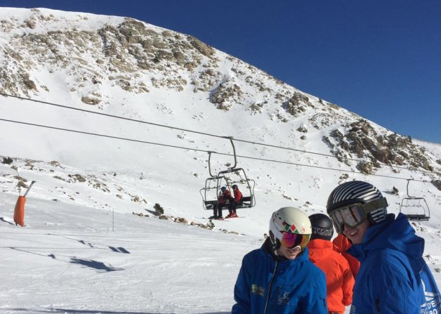 la nieve y los esquiadores han cumplido su cometido