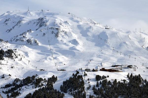 La estación aranesa ha recibido casi medio metro de nieve y ha podido innivar.