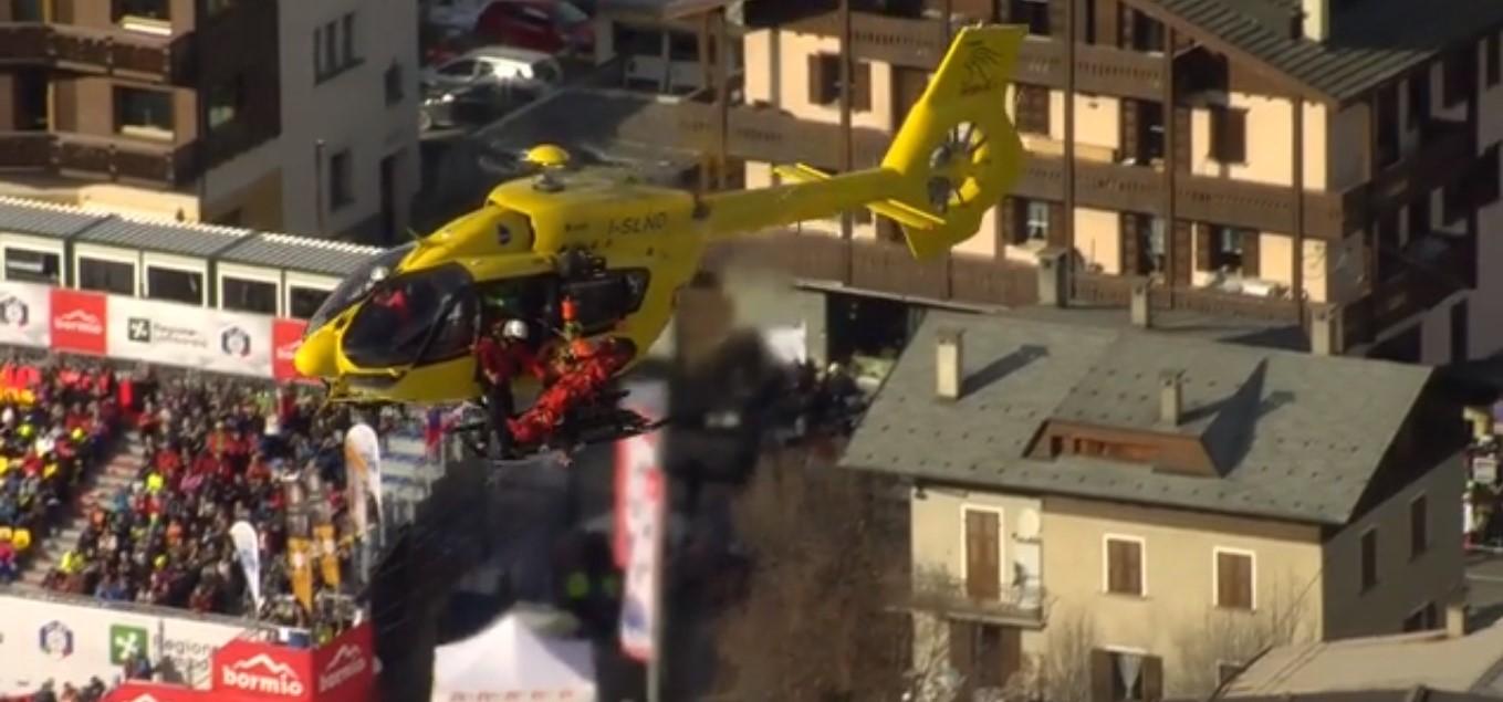 Klemen Kosi, evacuado en helicóptero tras una dura caída de la que se desconocen las consecuencias.