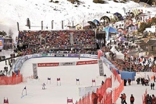 Casi veinte mil aficionados no quisieron perderse las pruebas de la Copa del Mundo femenina en La Molina. FOTO: FGC