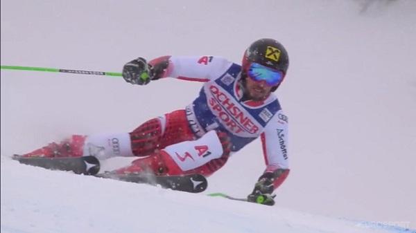 El austriaco ha logrado su 60ª victoria en la Copa del Mundo bajo unas condiciones de nieve y luz complicadas