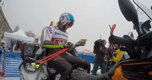 Shiffrin estuvo a punto de lesionarse en la espalda en el slalom paralelo de St. Moritz, que ganó.