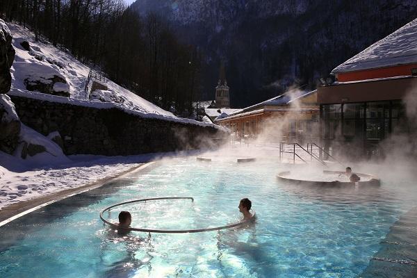 Desde el siglo XII Cauterets se vincula a las aguas termales.