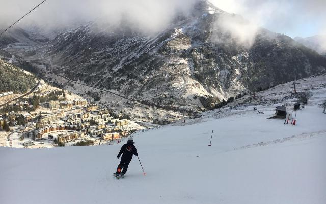 La estación aragonesa ha aprovechado el 50% de la nieve que guardó a finales del invierno pasado con la técnica del snowfarming