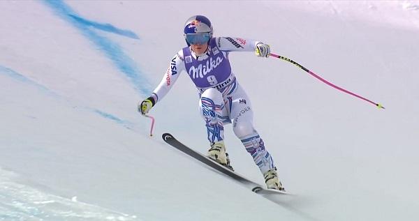 Lindsey Vonn pasando apuros en la zona bacheada inicial.