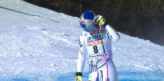 Lindsey Vonn, cabizbaja tras quedar eliminada del super G de Cortina d'Ampezzo.