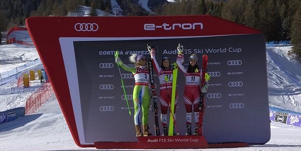 Siebenhofer en lo más alto del podio rodeada de Stuhec y Venier.