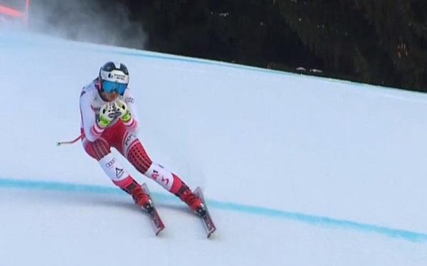 Stephanie Venier en pleno descenso.