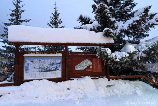 El acceso a Baqueira por el Puerto de la Bonaigua, con más de un metro de nieve nueva, sigue cerrado por riesgo de aludes