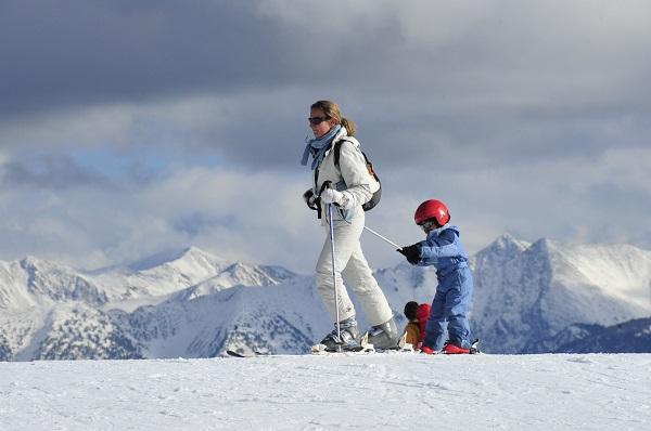 Los más pequeños tienen actividades pensadas para ellos tanto en pistas como en el pueblo.