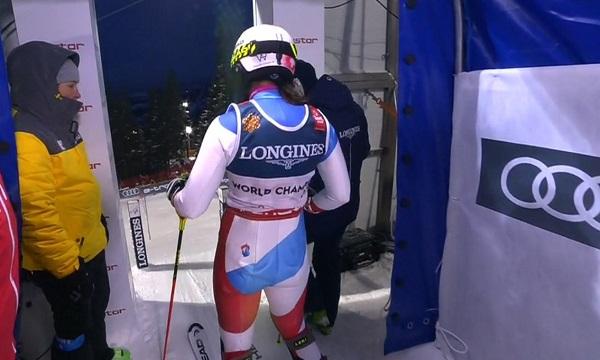 Wendy Holdener, dispuesta a salir en el slalom. En menos de un segundo volvería a ser campeona del mundo.