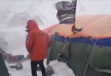 Txikon resiste en el K2 gracias a los iglúes y el muro de nieve