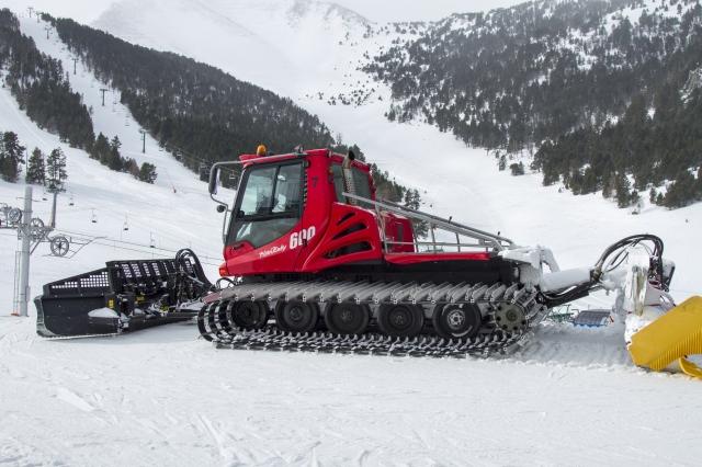 Los esquiadores podrán acceder a las pistas de la cota 2000 con máquinas pisanieves