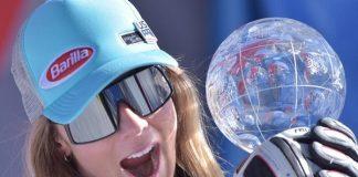 Mikaela Shiffrin posa con el Globo de super G que ha conquistado hoy, el tercero de la temporada. FOTO: Toni Grases