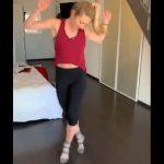 Una pletórica Shiffrin, tras una brillante temporada, dedica unos minutos al baile