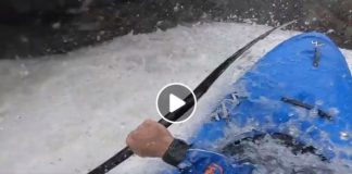 Aleix Salvat en pleno descenso por las aguas bravas del palomeras en el Pirineo de lérida