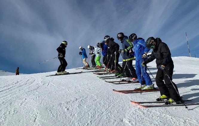 La técnica de esquí y snow, se realizará en las estaciones de esquí del grupo de la nieve