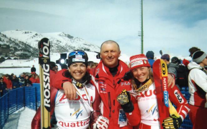 Foto de archivo con el técnico y Mª José Rienda a la derecha