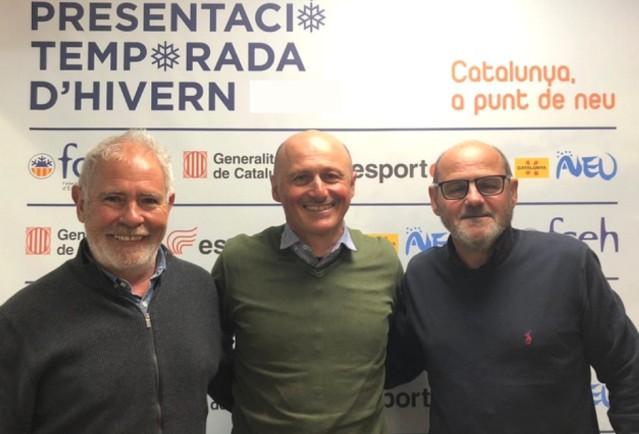 Maurizio Marcacci, en el centro, durante la visita en las oficinas de la Federación Catalana
