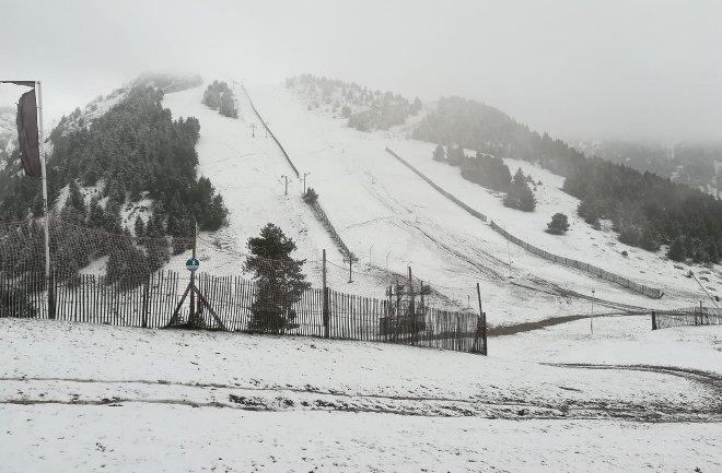 La nieve ha llegado a las pistas de Masella