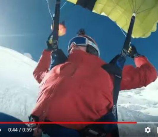 El deportista francés en pleno salto base desde el Mont Blanc, antes de proseguir con esquís