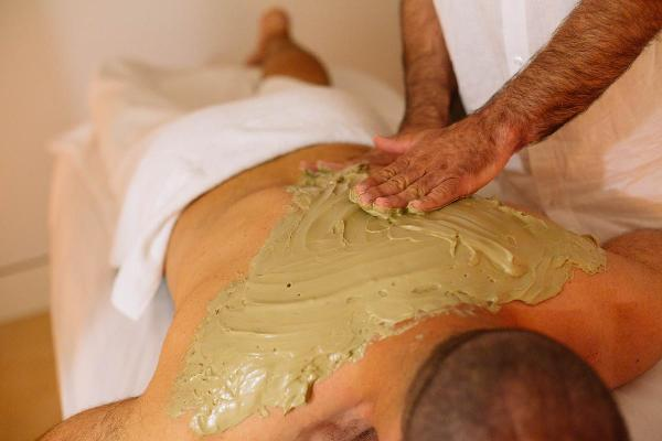 - Peloterapia específica para cada patología reumatológica, dermatológica y vascular